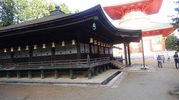 高野山壇上伽藍御影堂と根本大塔.JPG
